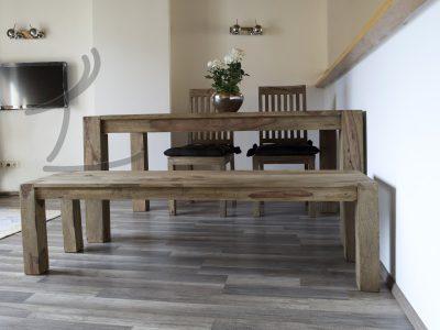 Massivholz Esstisch im Wohnzimmer