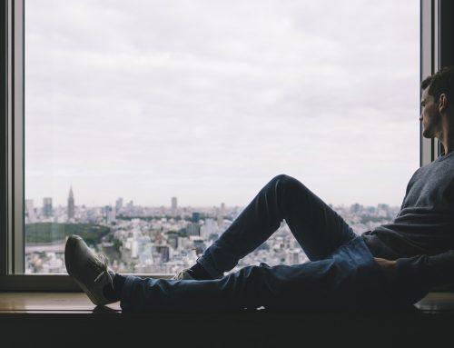 Als Single alleine wohnen? Die besten Tipps gegen die Einsamkeit!