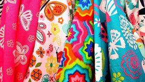 Farben und Muster spielen bei der Auswahl des Bikinis eine entscheidende Rolle.