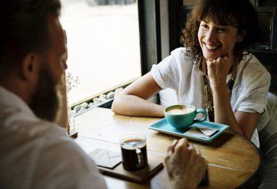 Verlieben nicht kostenlos: Investition in Partnerbörsen lohnt sich